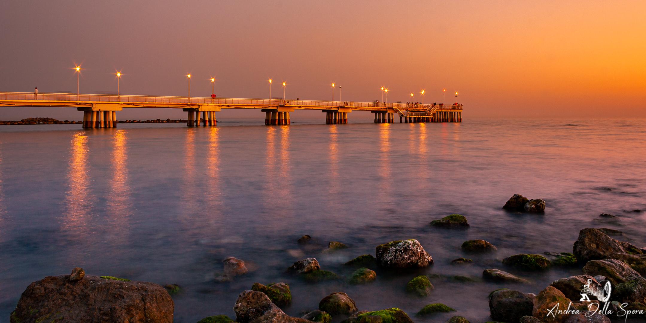 tramonto-mare-pontile-massa