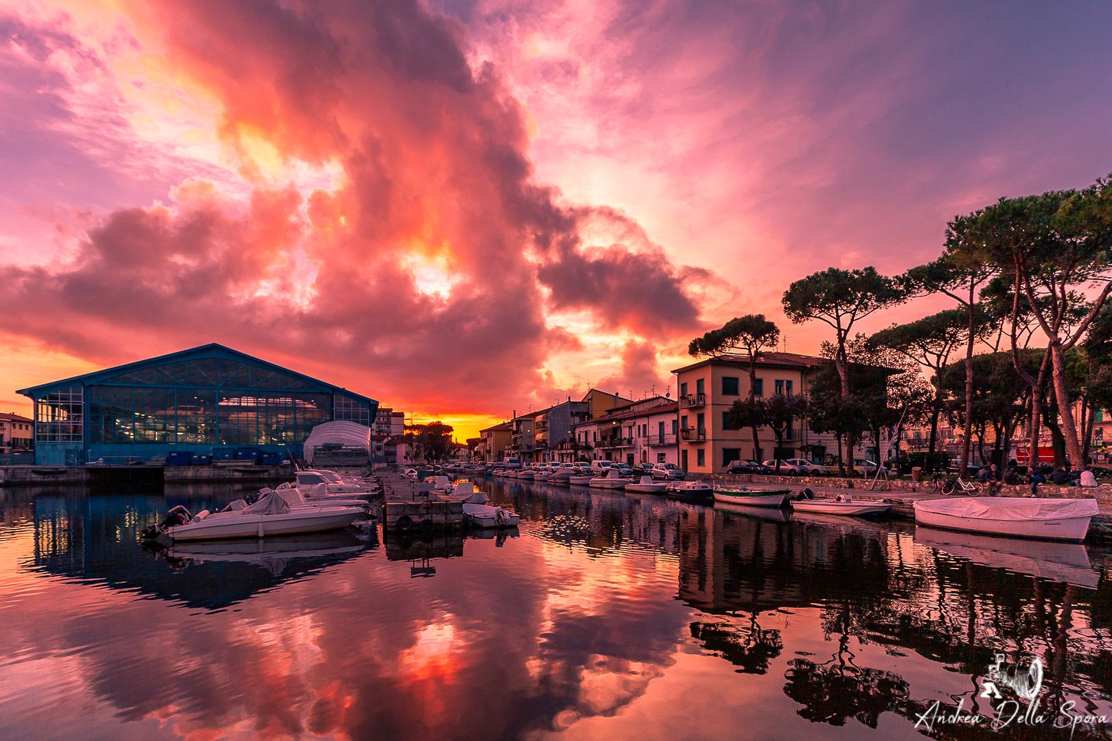 viareggio-tramonto-porto